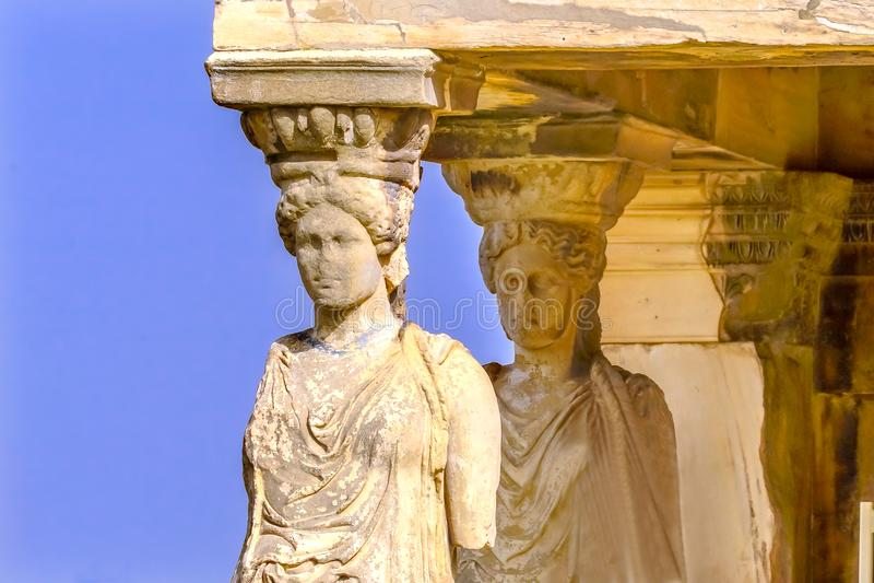 Acrópole Atenas Grécia de Erechtheion do templo de ruínas das cariátides do patamar imagem de stock royalty free