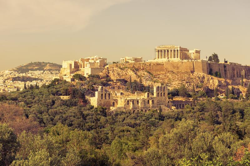 Acrópole de Atenas na luz do por do sol, Grécia imagem de stock royalty free