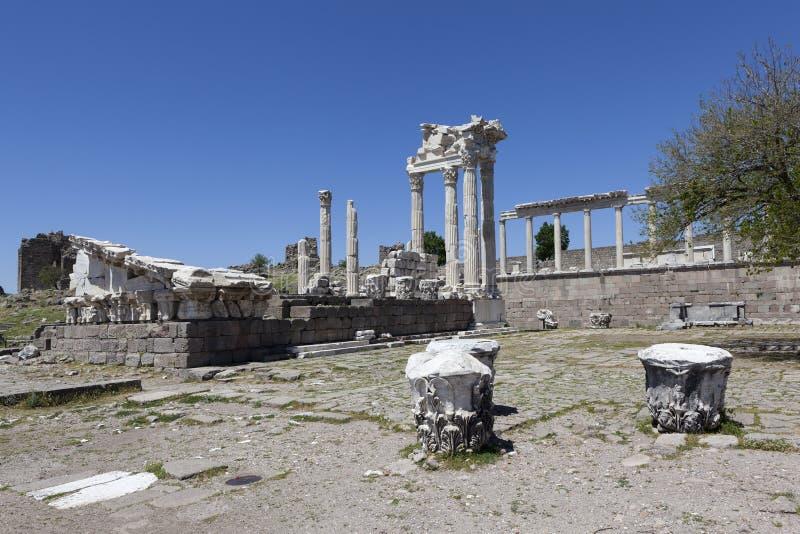 Acrópole de Pergamon Turquia As ruínas do templo de Trajan fotografia de stock