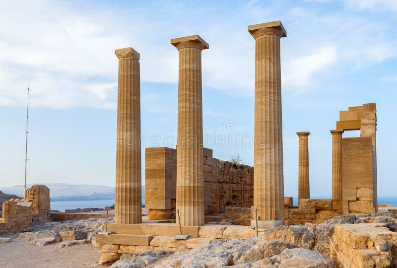 Acrópole do grego clássico Vista dianteira das colunas e das paredes fotografia de stock