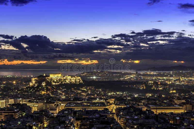 Acrópole e Atenas no por do sol, Grécia imagem de stock
