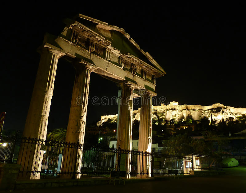 Acrópolis iluminada en la noche imágenes de archivo libres de regalías