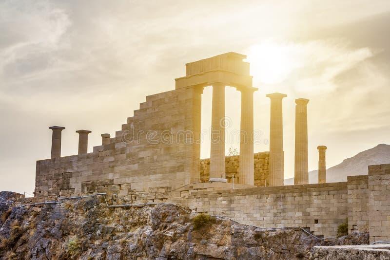 Acrópolis Lindos, diosa Linda, Rodas del templo en Grecia imagen de archivo