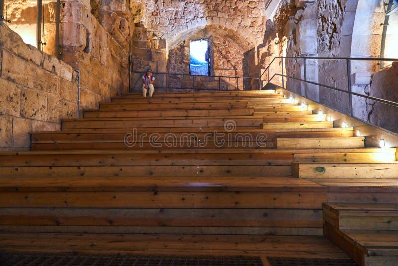 Acre Israel de los pasillos de los caballeros Los 12mo-décimotercero cruzados fortaleza y jefaturas principales, pasillos y estru imagen de archivo