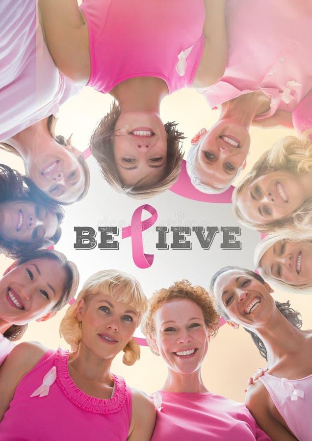 Acredite o texto com as mulheres da conscientização do câncer da mama junto imagens de stock