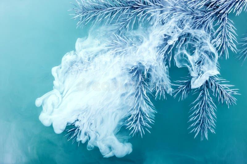 Acrilico bianco del fondo di colore di acqua dentro l'acquerello congelato blu di inverno dell'albero di Natale degli aghi del ra immagine stock