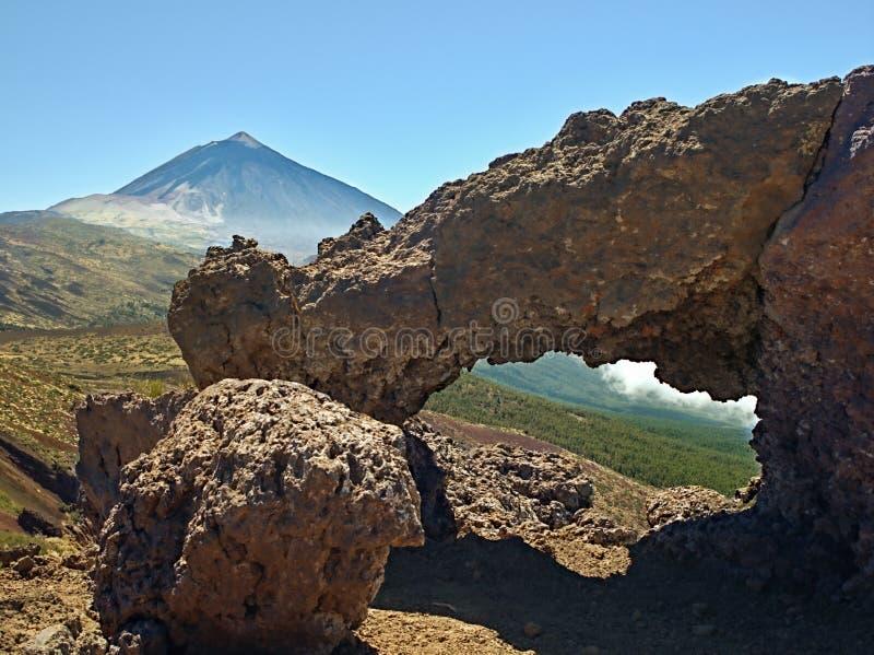 ACRO auf einem Wanderweg mit Blick auf den Teide-Gipfel lizenzfreies stockfoto