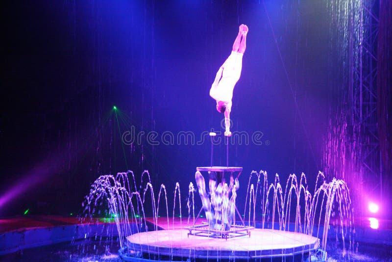 Acrobate de cirque photographie stock