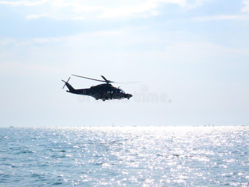 Download Acrobaties Dans Un Hélicoptère Tirrenia, Pise, Italie, Le 11 Septembre, Image stock - Image du italien, acrobatique: 77156319