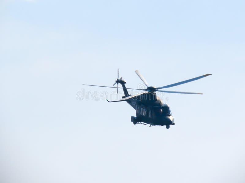 Download Acrobaties Dans Un Hélicoptère Tirrenia, Pise, Italie, Le 11 Septembre, Image stock - Image du exposition, groupe: 77157387