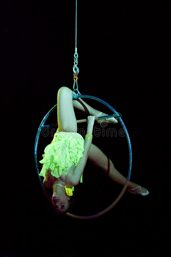 Acrobaties de cirque images stock
