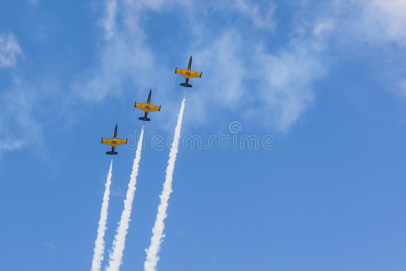Acrobatische Stuntvliegtuigen RUS van Aero l-159 ALCA op Lucht tijdens Luchtvaartsportevenement Gewijd aan de 80ste Verjaardag va stock afbeeldingen