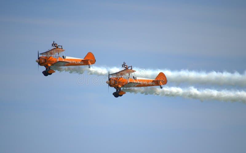 Acrobazie aeree spettacolari dell'antenna di Wingwalkers fotografia stock