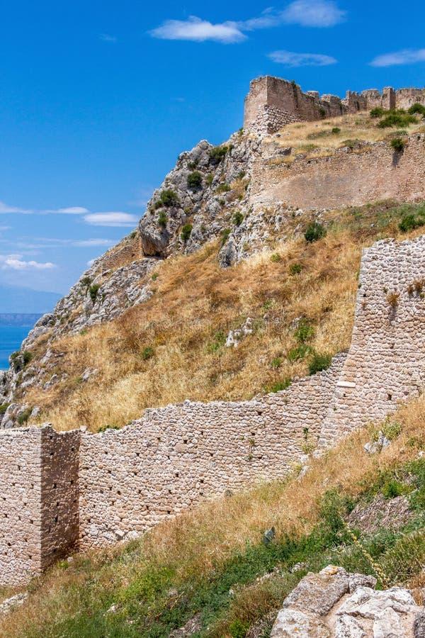 Acrocorinth en av de mest berömda forntida slottarna i Grekland fotografering för bildbyråer