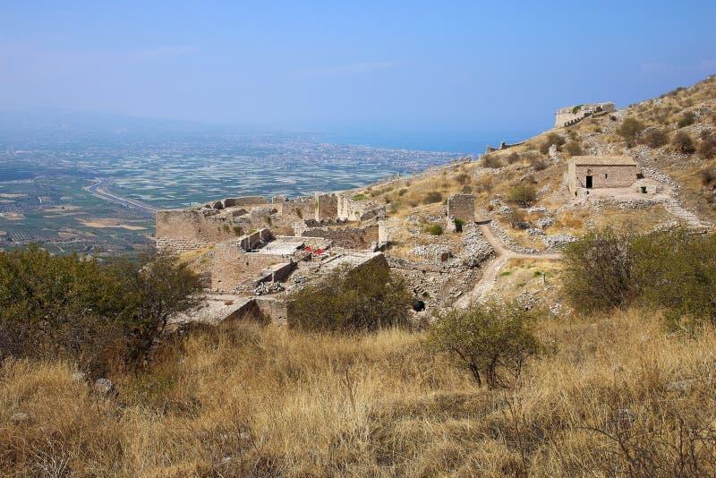 Acrocorinth slotten av forntida Corinth arkivbild