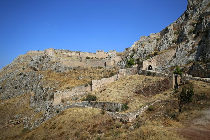 Acrocorinth slotten av medeltida Corinth royaltyfri bild