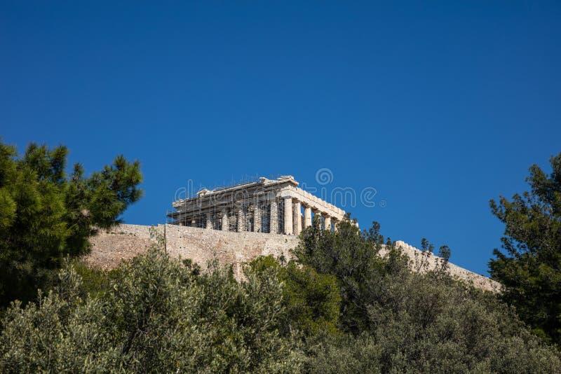 Acropole de roche d'Athènes Grèce et parthenon sur le fond de ciel bleu, jour ensoleillé photos libres de droits