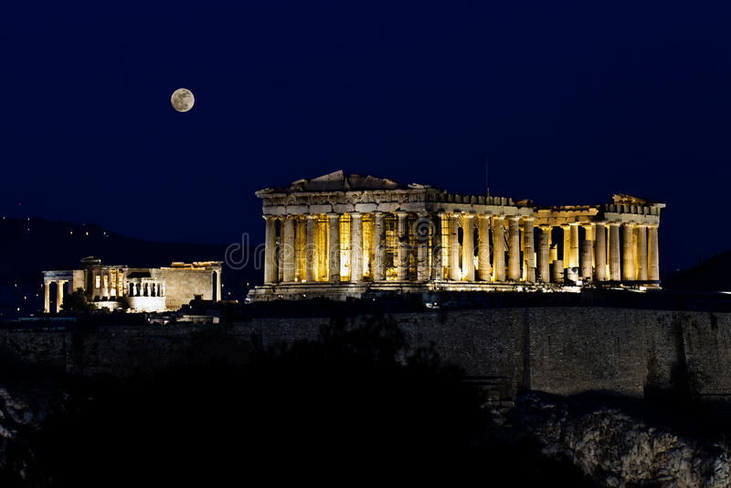 Acropole (parthenon) par nuit, sous la pleine lune, image stock