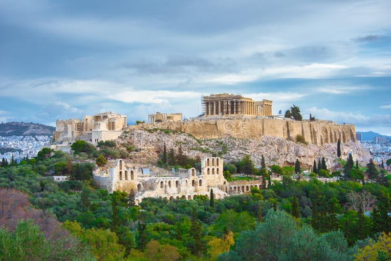 Acropoli con il Partenone ed il teatro di Herodion Vista dalla collina di Philopappou, Atene fotografie stock