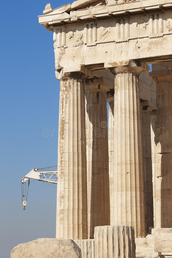 Acropoli di Atene Colonne e gru del Partenone La Grecia fotografia stock libera da diritti