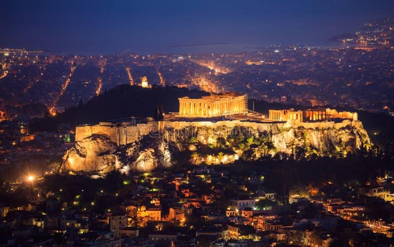 Acropoli di Atene, Grecia alla notte immagini stock