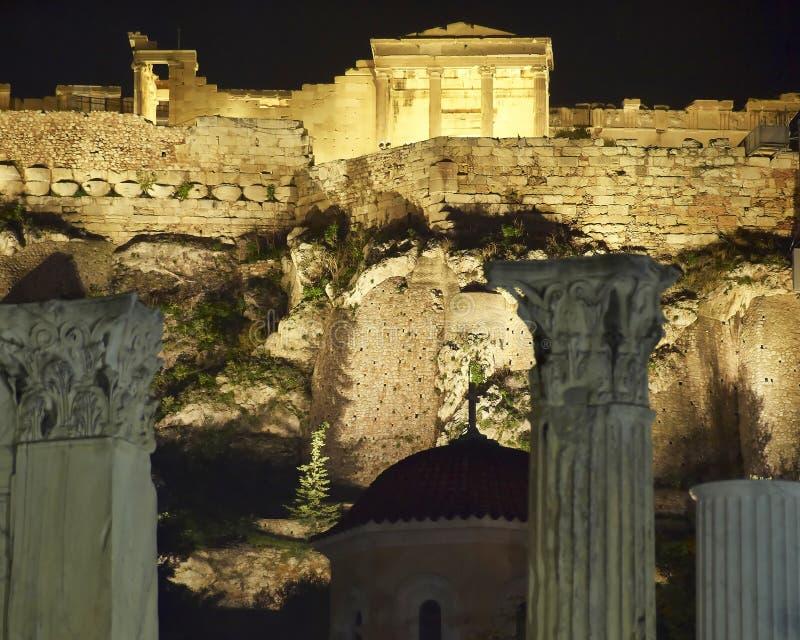 La Grecia, vista di notte del tempio di Erechtheion fotografia stock