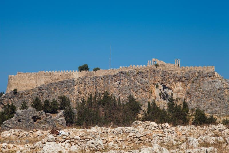 Acropoli su una collina nella città di Lindos Frammento del residenti immagine stock libera da diritti