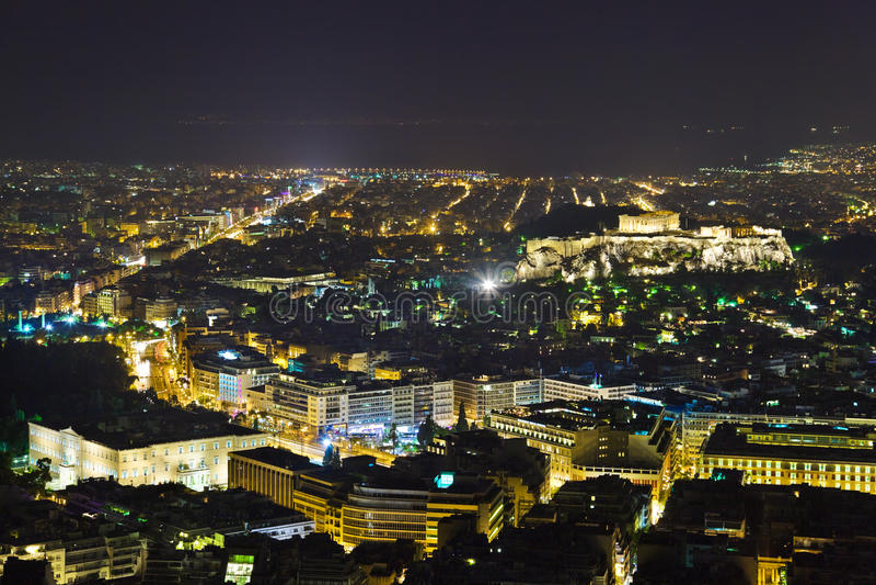 Acropolis e Atenas em Greece na noite imagem de stock royalty free
