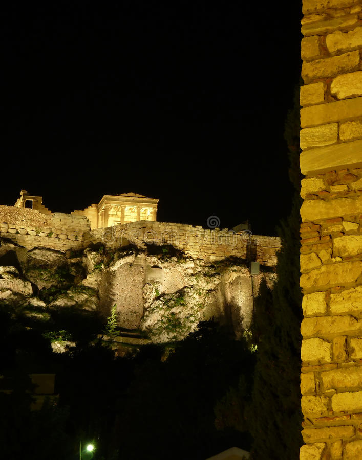 acropolis exponerad natt royaltyfri bild