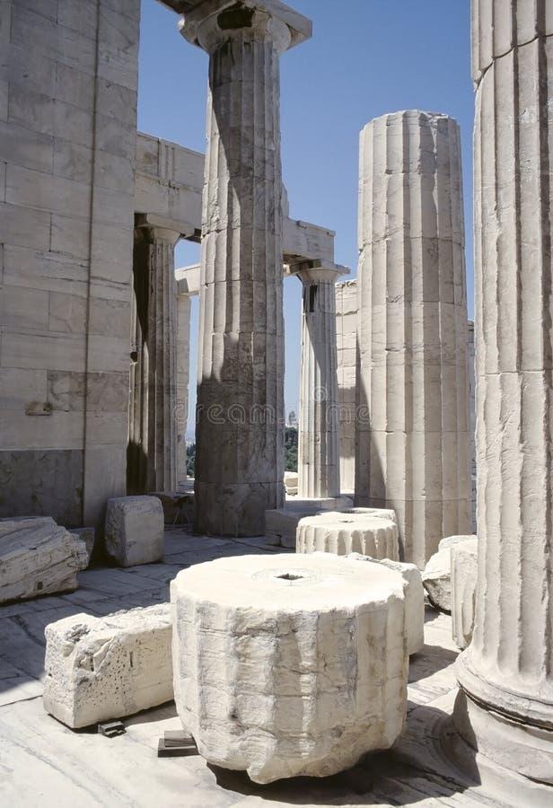 acropolisen athens fördärvar royaltyfri bild