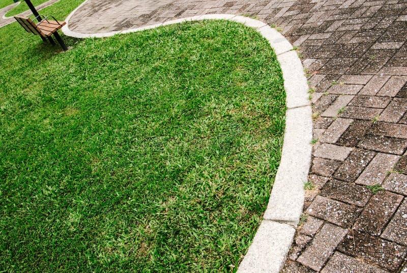 acrossed pejzaż miejski krzywy zieleni parka sposób zdjęcie royalty free