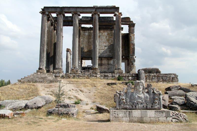 Acroterion en Tempel van Zeus royalty-vrije stock foto