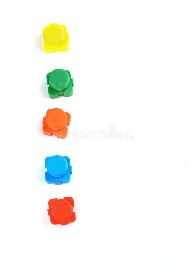 Acryl multi-colored verf in mooie kruiken op een witte achtergrond stock foto