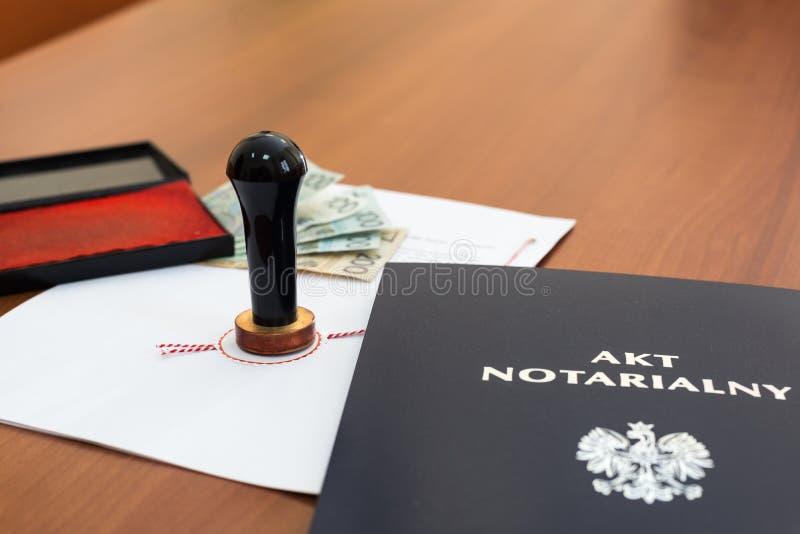Acte notarial signé par le notaire images stock