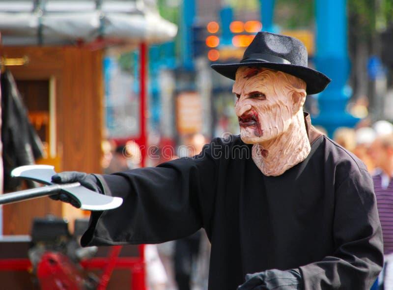 Acteur en costume Freddy Krueger sur la place centrale du barrage d'Amsterdam image stock