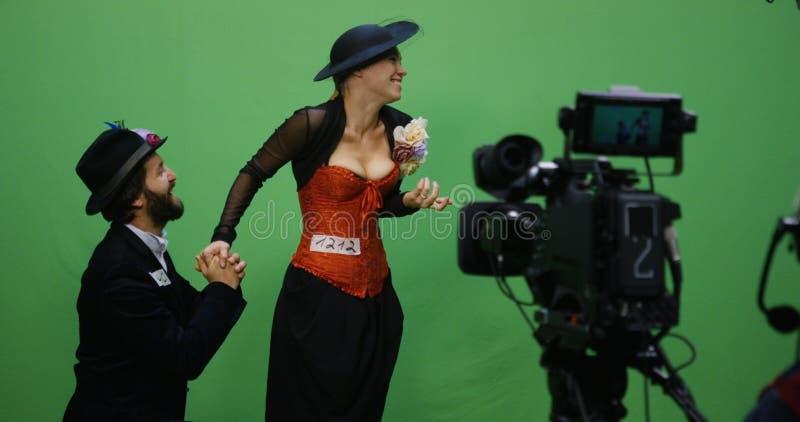 Acteur et actrice exécutant une scène photo stock