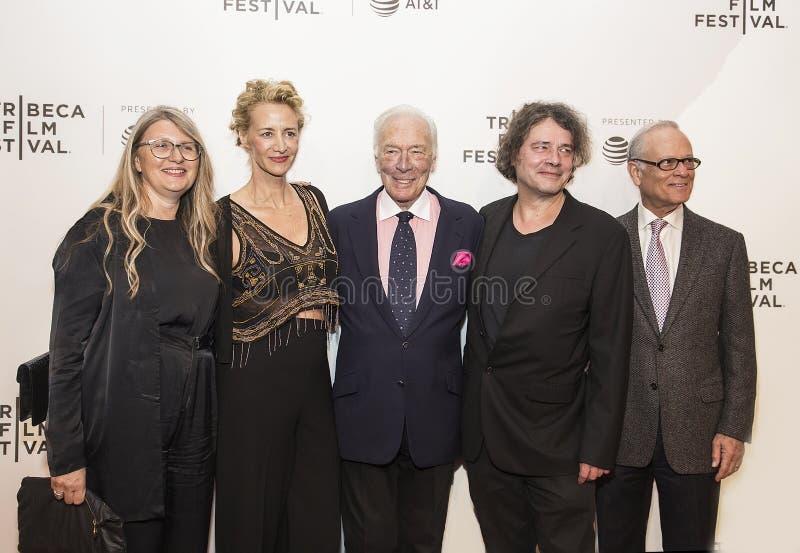 Acteurs britanniques célèbres Janet McTeer et Christopher Plummer à la première 2017 de film de Tribeca du ` le ` d'exception photo libre de droits