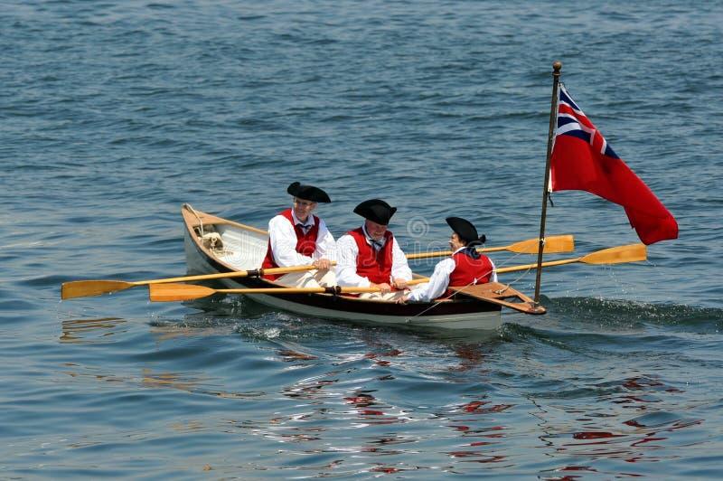 Acteurs de période dans le bateau à rames, périodes coloniales images stock