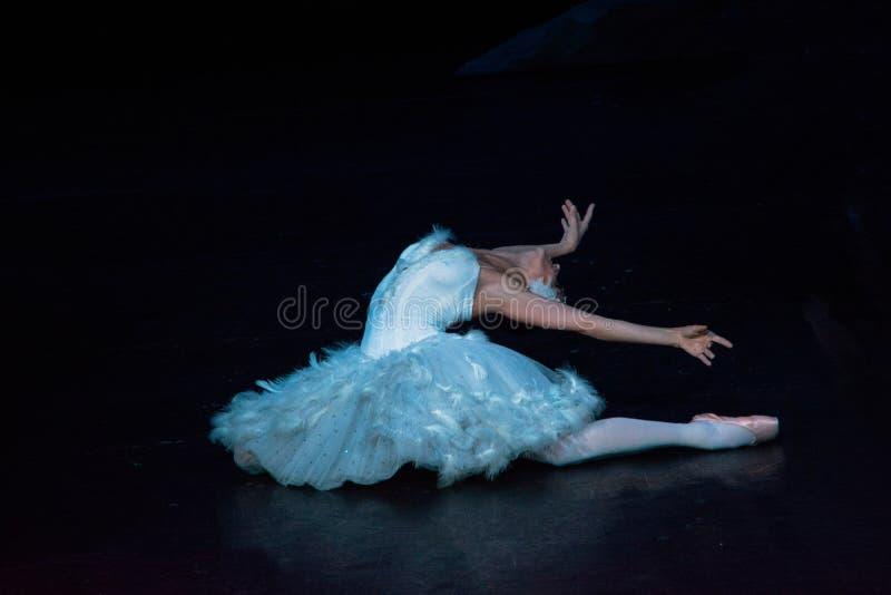 Acteurs et actrices russes sur la grande étape d'opéra images stock