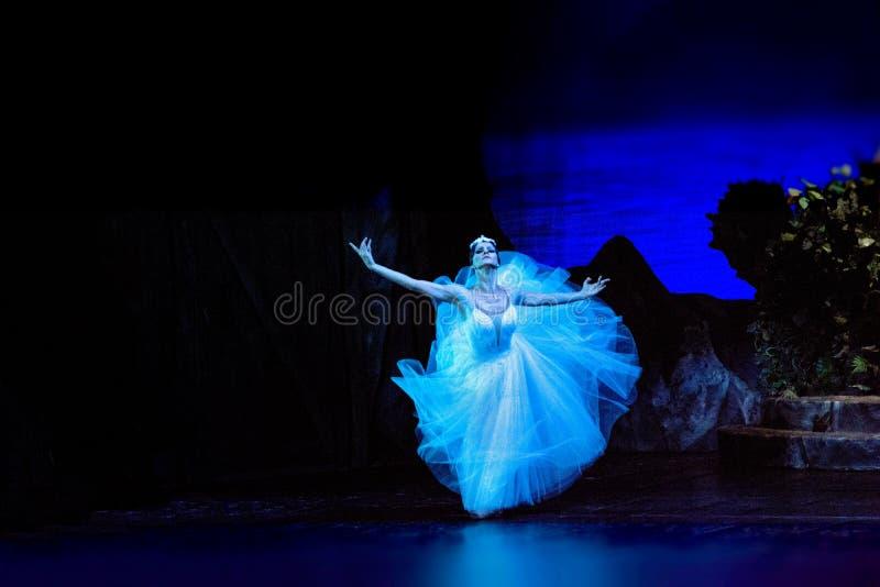 Acteurs et actrices russes sur la grande étape d'opéra photographie stock