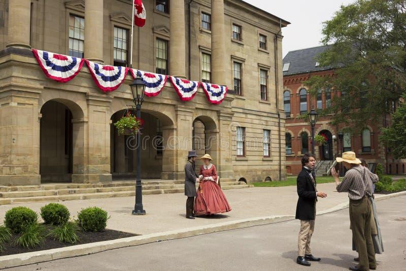 Acteurs habillés comme pères et dames de confédération dans Charlot images stock