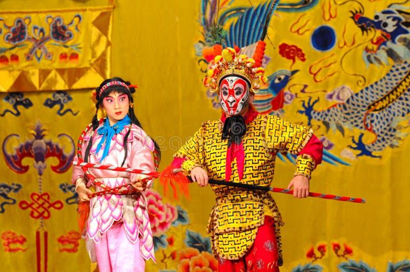 Acteurs non identifiés des troupes d'opéra de Pékin photos stock