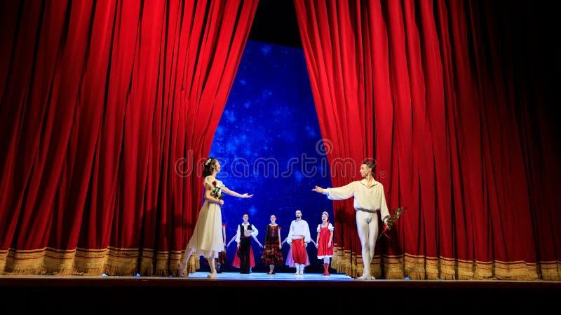 Acteurs sur l'étape du théatre de l'opéra de Wroclaw photographie stock libre de droits