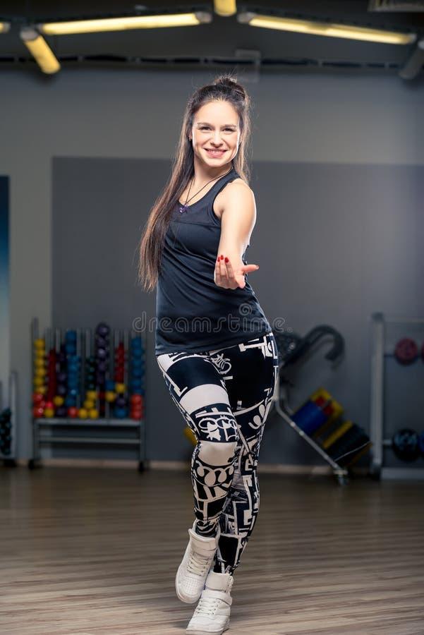 Actieve jonge danser tijdens een dans royalty-vrije stock foto's