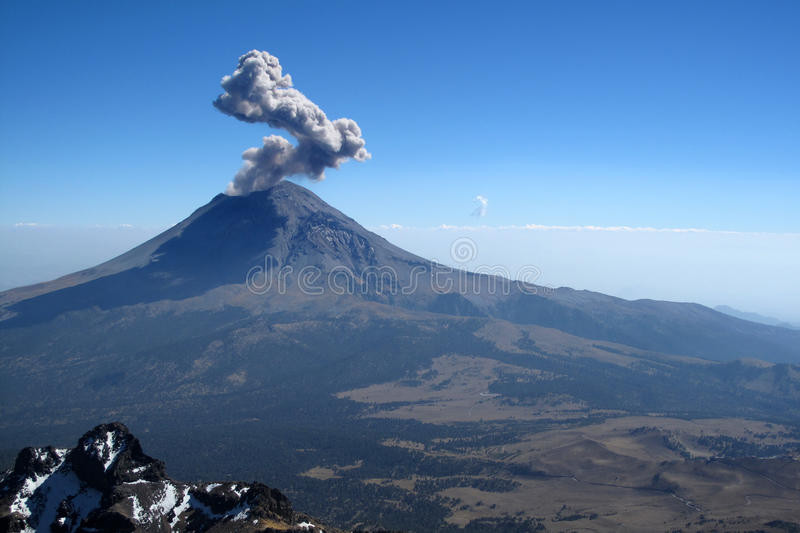 Actieve Popocatepetl-vulkaan in Mexico royalty-vrije stock foto