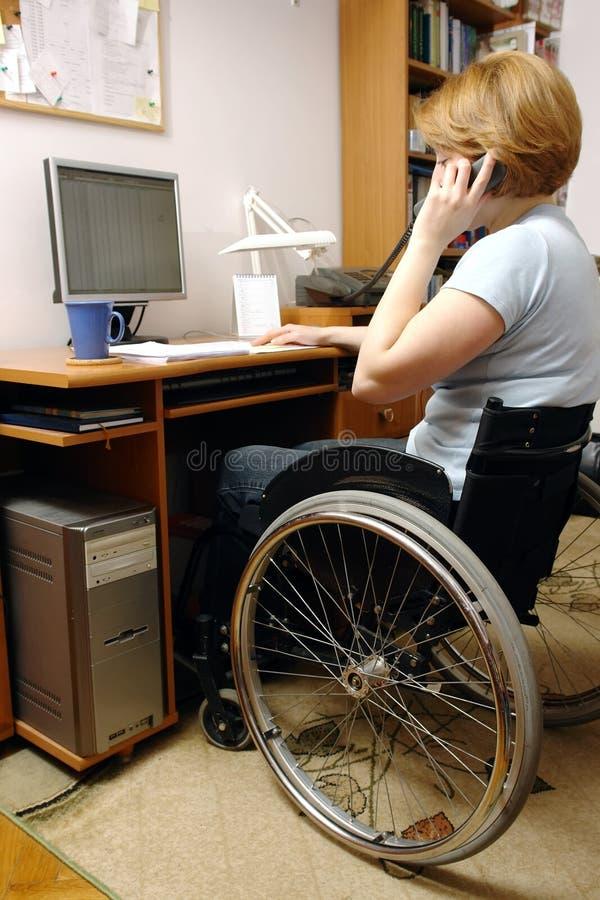Actieve rolstoelvrouw royalty-vrije stock afbeelding
