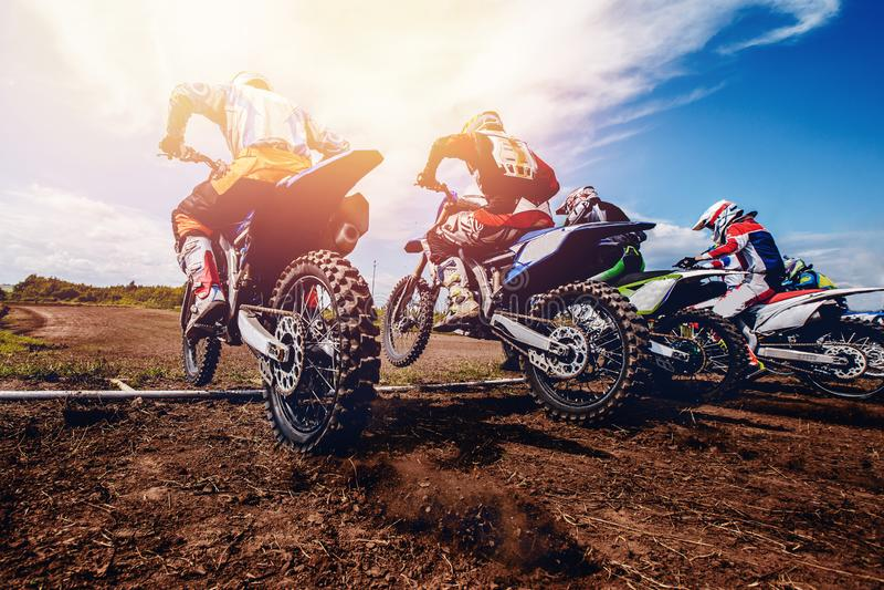 Actieve rust motocross stock foto's