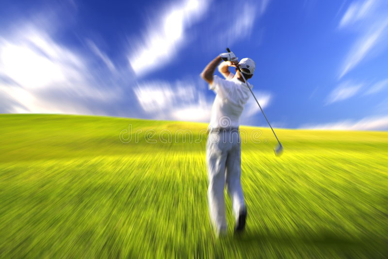 Action d'oscillation de golfeur images libres de droits