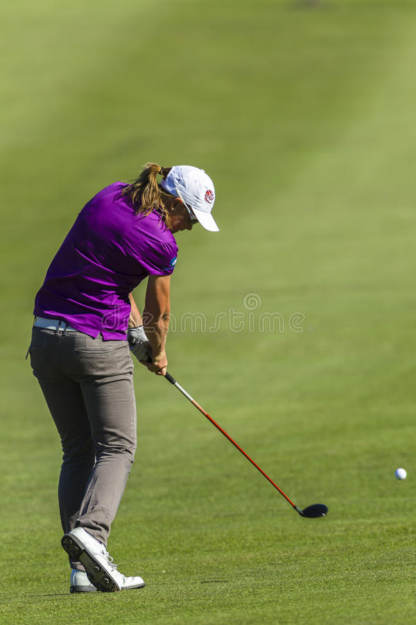 Action de fille de golf photos stock