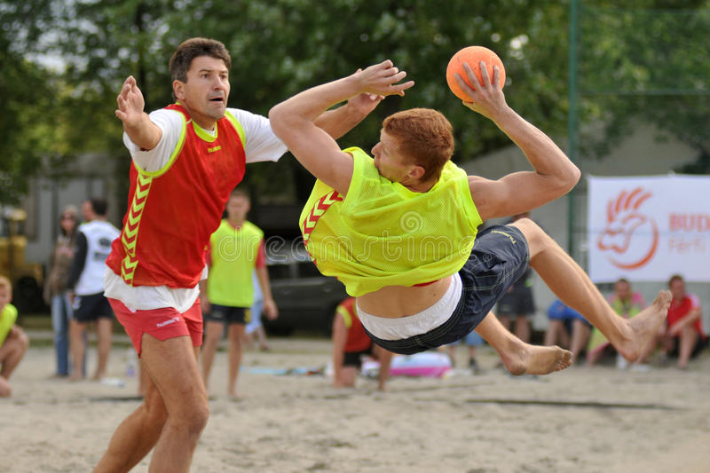 Action de handball de plage photos stock